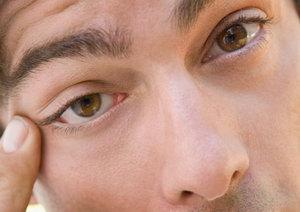 Причины по которым дергается глаз