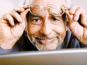 Дедушка в очках