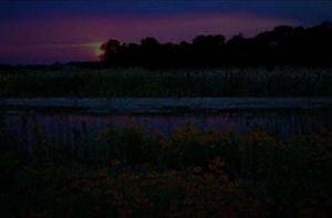 Поле и озеро в темноте