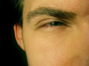 прищурить-глаза